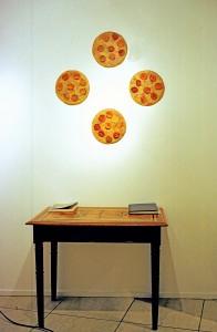 """Ausstellungsansicht """"Freunde, Fleisch, Blumen"""", Galerie Springer&Winckler, Berlin 2003, 4 x Inferno"""