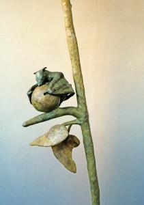 Flughund an Frucht (Detail), 1996, 240x80x36 cm, Wachs, Holz, Plexiglas, Metall