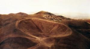 Krater (Etna), 1994, 67 x 117 cm, s-w-Barytpapier koloriert, Edition 2