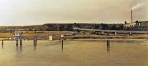 Rhein bei Leverkusen, 1995, 51,5 x 114 cm, s-w-Barytpapier koloriert, Edition 2
