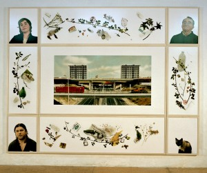 Mitó, Senhor Julio, Victor, Chica / Bela Vista (Lissabon), 2004, 241,5 x 316 cm, s-w-Barytpapier koloriert, Edition 2.