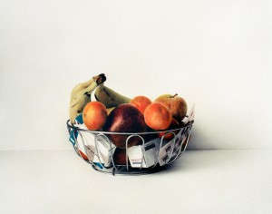 Obstkorb, 1999, 46,5 x 56 cm, s-w-Barytpapier koloriert, Edition 2
