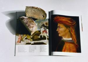 Stilleben mit Brot und Buch, 1999, 45,5 x 59,5 cm, s-w-Barytpapier koloriert, Edition 2