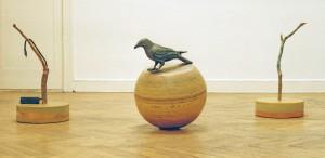 Krähe im Frühjahr, 2006, Größe variabel, Holz,Wachs